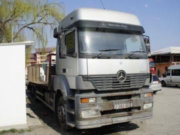 Mercedes-Benz Axor 32.280, an 2003, platformă de transport utilaje
