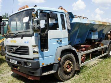 Volvo FH echipat pentru deszăpezire