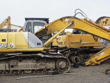 Excavator pe senile New Holland E 175