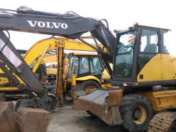 Excavato pe roți Volvo EW 140