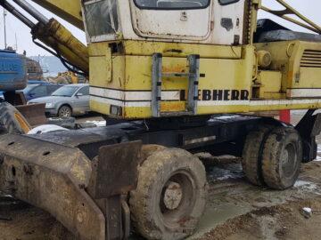 Excavator Liebherr 922 cu braț 11 m