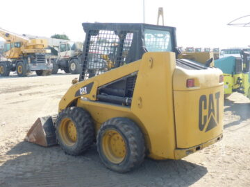 Mini încărcător frontal CAT 216 B2
